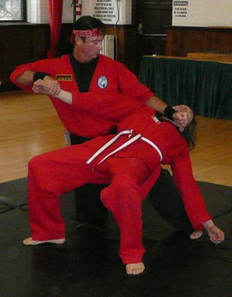 Okichitaw - Okimakhan Lépine demonstrating a technique
