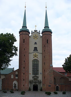 Oliwa Cathedral in Gdańsk front 1