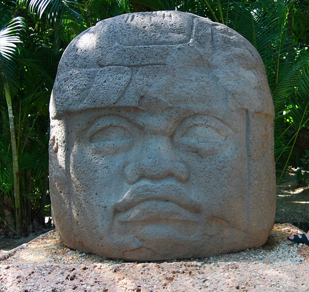 Datoteka:Olmeca head in Villahermosa.jpg