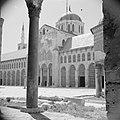 Omayaden moskee, het voorplein, Bestanddeelnr 255-5898.jpg