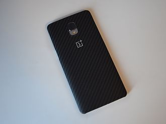 OnePlus 3 - The OnePlus 3 in OnePlus' StyleSwap cover.