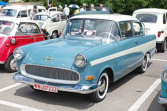 Opel Rekord P1 - Although the Rekord was now available with four doors, the two-door sedan continued to be a strong seller.