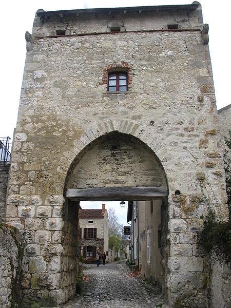 Porte d'Orient à Charroux (03).