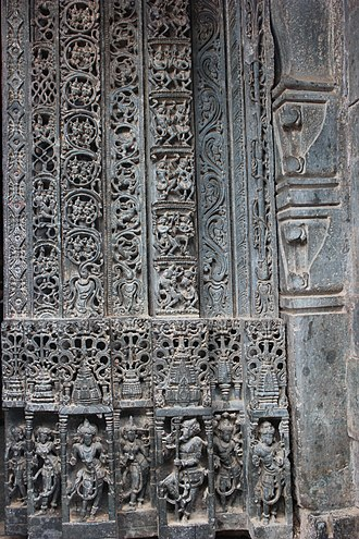 Mallikarjuna Temple, Kuruvatti - Image: Ornate shrine entrance door jamb in Mallikarjuna temple at Kuruvatti