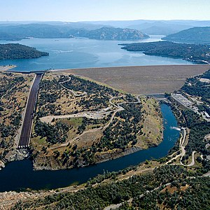 English: Oroville Dam, CA from the air, high w...