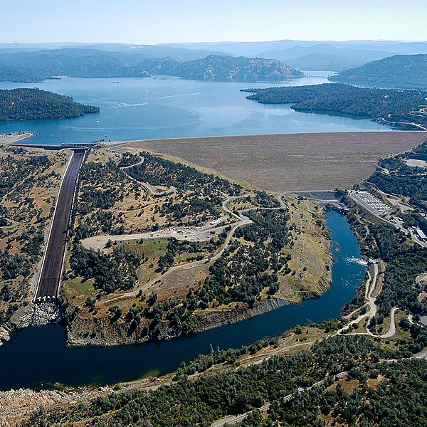 Aerial photo of Lake Oroville, Oroville Dam, the spillway, and the Feather River