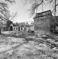 Overzicht oostgevel van de oostvleugel, pachthof, tijdens restauratie - Houthem - Sint Gerlach - 20343632 - RCE.jpg