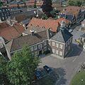 Overzicht vanaf de kerktoren van de Simon en Judaskerk naar het noordwesten met zicht op het raadhuis - Ootmarsum - 20383815 - RCE.jpg