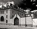 P1270018 Paris XVIII rue du Chevalier de la Barre N34 Carmel bw rwk.jpg