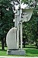 PL-PK Mielec, rzeźba Rodzina (Sergiusz Tumanian 1979) 2016-08-24--11-19-57-001.jpg