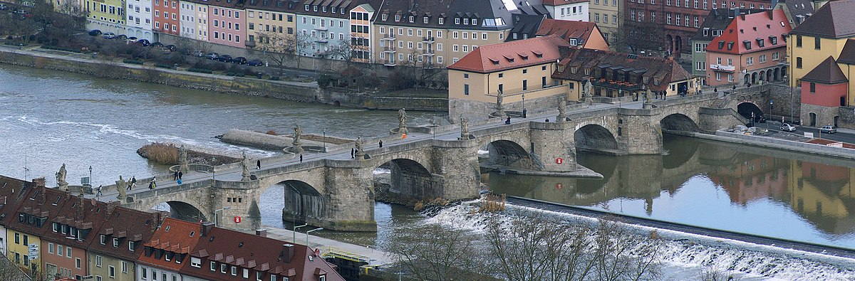 Panorama Alte Mainbrücke Würzburg.jpg