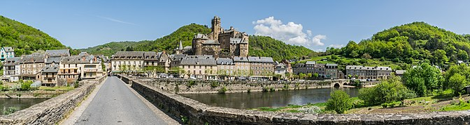 Panoramic view of Estaing 02.jpg