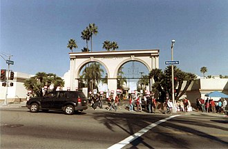 Residual (entertainment industry) - The front gate of Paramount Studios on November 12, 2007, during the 2007–08 WGA strike