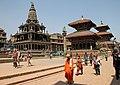 Patan-Krishna Mandir-02-Garudasaeule-Vishveshvara-Bhimsen-gje.jpg