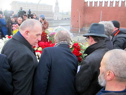 People came to the side of Boris Nemtsov's murder (2015-02-28; 03).JPG