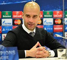 Guardiola in conferenza stampa nel 2015