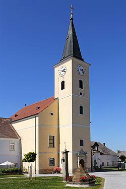 Pfarrkirche Kreuzerhöhung in Hirschbach.jpg