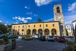 Piazza Pier Saccone Tarlati 2 Bibbiena.jpg