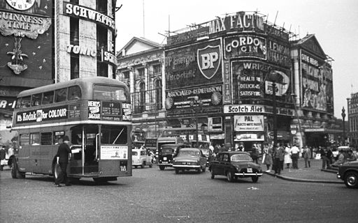 Piccadilly Circus. Fortepan 28405