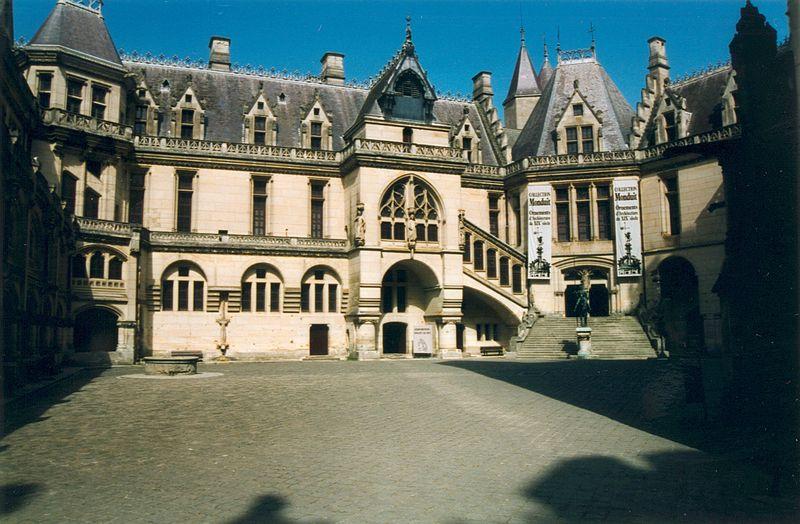Fichier:Pierrefond Chateau 02.jpg