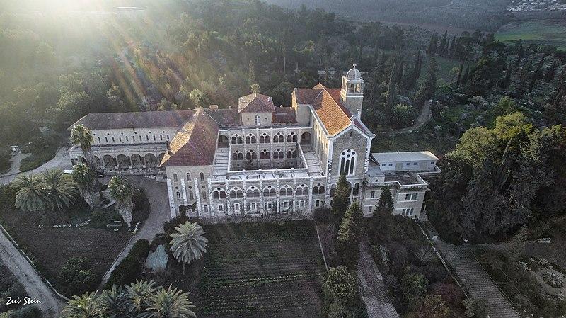 מנזר לטרון
