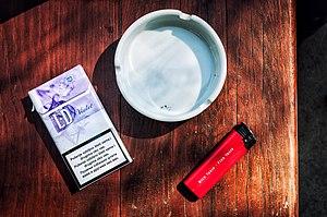 Latinskej fajčenie obrovské biele kohúty Tumblr