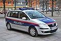 Polizei VW-Touran 02.JPG