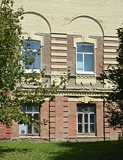 Poltava Pushkina 56 District Trade School 02 Details of Main Building (YDS 6609).jpg