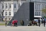Pomnik Ofiar Tragedii Smoleńskiej w Warszawie 2018a.jpg