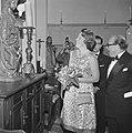 Prinses Beatrix opent antiekbeurs te Delft Prinses Beatrix tijdens de rondgang, Bestanddeelnr 915-2990.jpg
