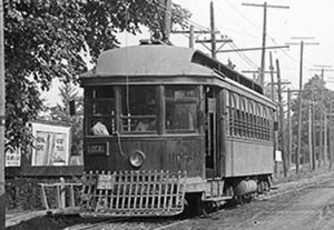 Toronto and Scarboro' Electric Railway, Light and Power Company - Image: Privately owned radial streetcar on Kingston Road b