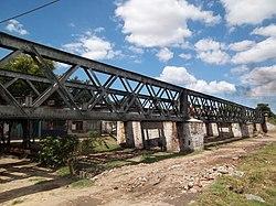 Puente del FCGB sobre antiguo cauce del río Matanza.JPG
