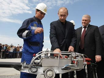Putin at the ceremony of opening the gas pipeline