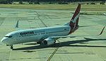 Qantas 737-800 (VH-VZP) at Melbourne Tullarmarine Airport.JPG