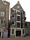 foto van Pakhuis met in puntgevel met rollaag gewijzigde oorspronkelijke trapgevel