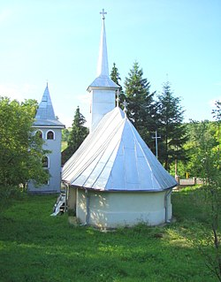 RO MM Berchez wooden church 3.jpg