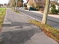 Radweg mit zahlreichen Wurzelaufbrüchen, Derichsweilerstr., Höhe Friedhof, 17.12.2011 - panoramio.jpg