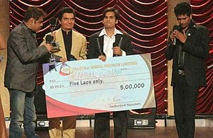 Rahul Singh,winner of Laughter Express holding the check of ₹5 lakhs