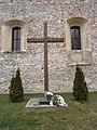Raszów, krzyż milenijny przy kościele filialnym pw. Niepokalanego Poczęcia NMP PB160676.JPG