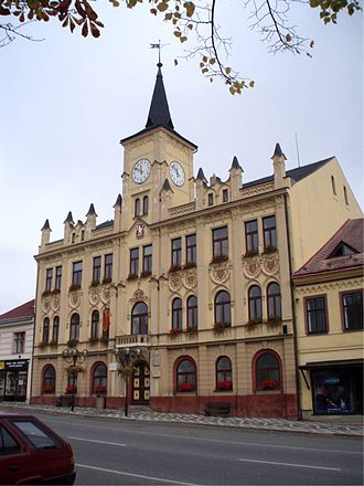Lomnice nad Popelkou - Town hall