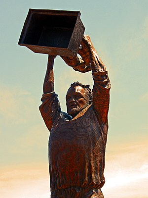 Ray Price (rugby) - Image: Ray Price Statue