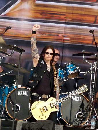 Ricky Warwick (foreground) fronting Thin Lizzy in June 2011 at the Download Festival Ricky Warwick, June 2011, Download Festival.jpg