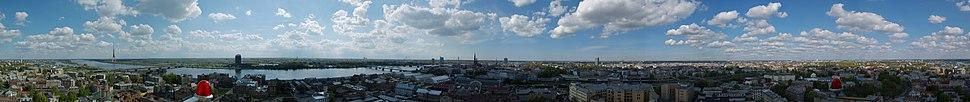 Панорамна гледка към Рига от Латвийската Академия на Науките