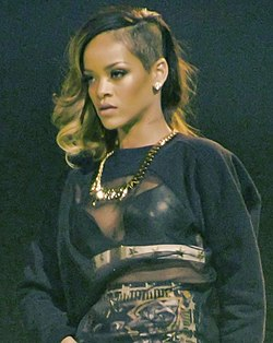 Rihanna in una delle sue tappe del Diamonds World Tour 2013