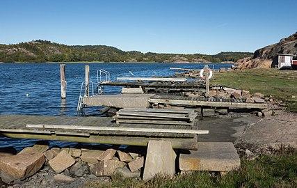Row of jetties at Loddebo.jpg