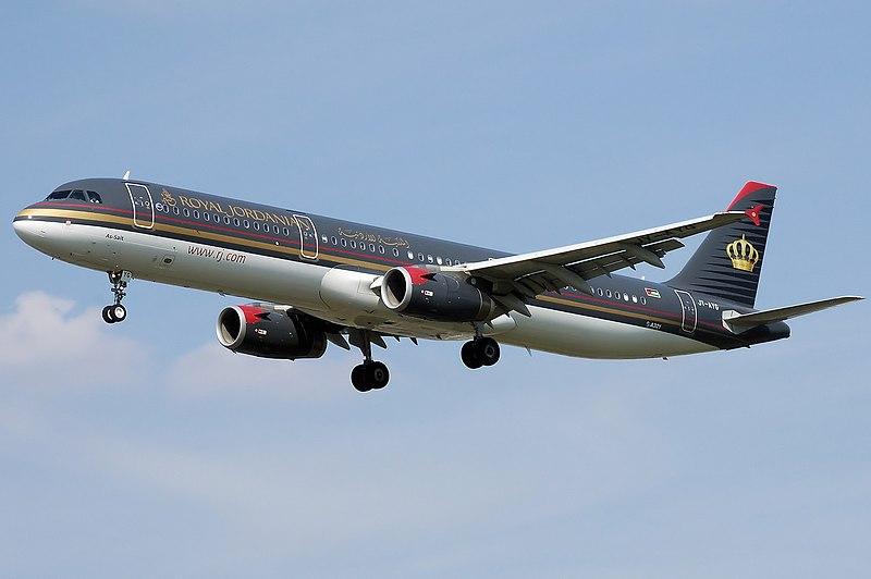 Airbus A321-200 de Royal Jordanian Airlines, aterrizando en el Aeropuerto de Londres-Heathrow.