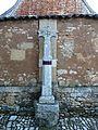 Saint-Jory-las-Bloux croix devant église (1).JPG