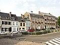 Saint-Valery-sur-Somme (80), place Saint-Martin, côté sud.jpg