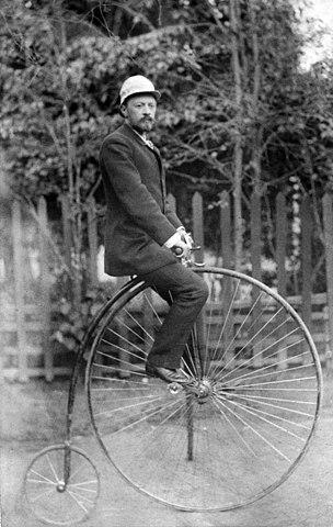 В.Г.Шухов на велосипеде «Паук»