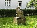 Skulptur Rotkaeppchen Kerstenweg Spandau2.jpg